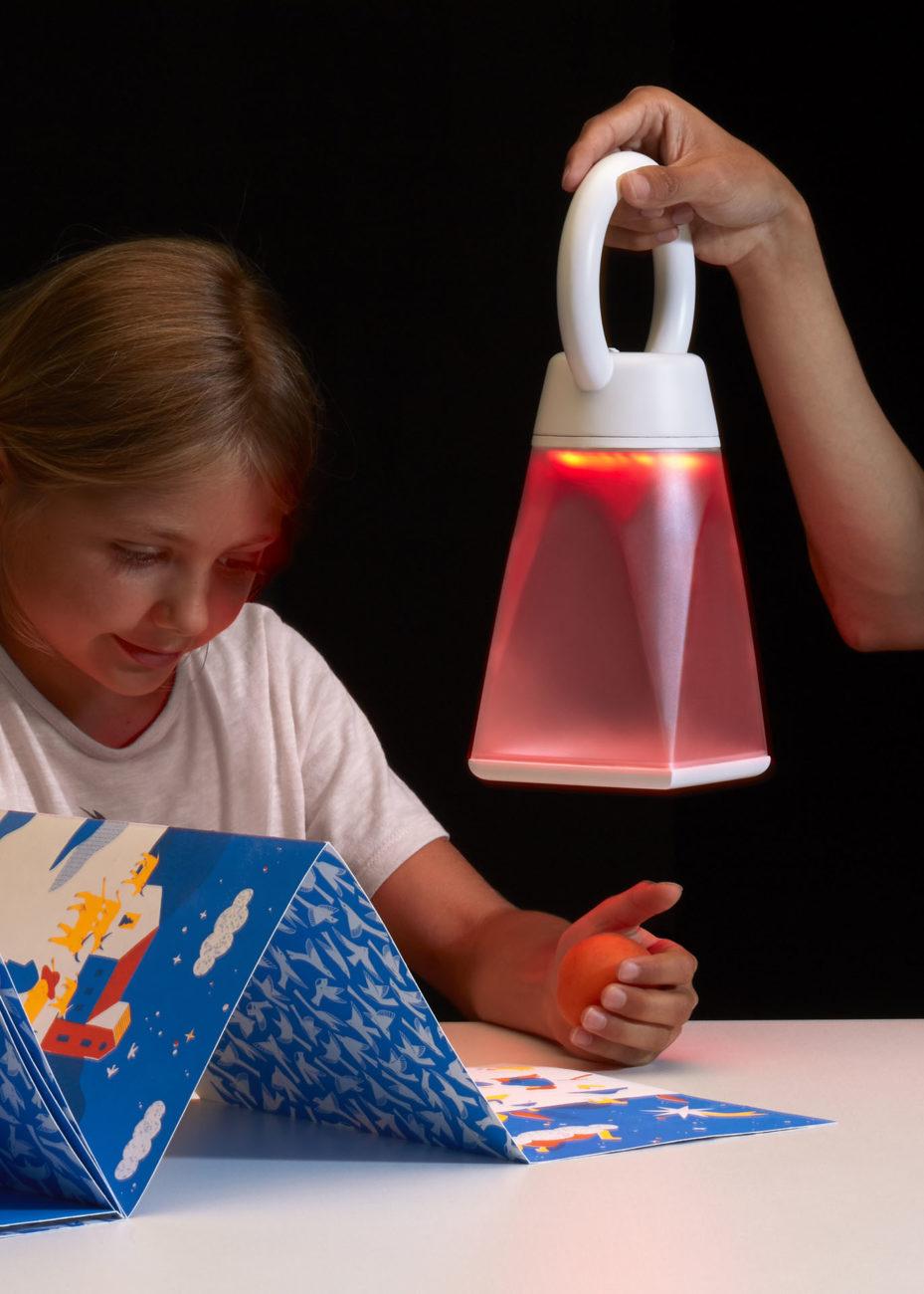 The Reading Lantern - Installation - Vincent Belet - Tammara Leites - Jiajun Zheng - Mirage Festival